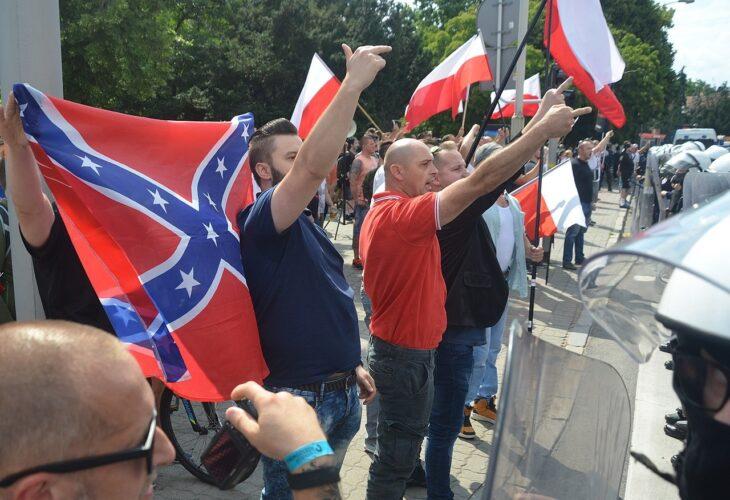 """USA: arrestati esponenti del gruppo suprematista """"The Base"""""""
